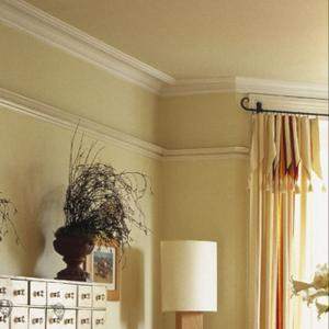 Crown-chair-moulding-installation.jpg